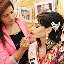 delhi makeup insute the angular eyes and retro hair with modern touch for party looks