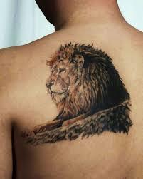 голова льва в цветах на бедре фото татуировок