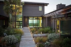 7 landscaping ideas for your front yard