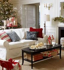 Classic Christmas living room decor for a smaller living room. This is so  festive and
