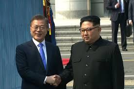 كوريا - اجتماع مفاجئ بين الزعيم مون جيه إن و الزعيم كيم جونج أون