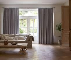 Sichtschutz Im Wohnzimmer Moderne Plissees Gardinen Und Rollos