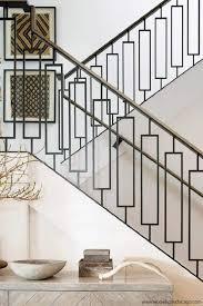 A ideia era de uma casa luxuosa, mas que ao mesmo tempo se integrasse com o exterior, por isso foram usadas janelas panorâmicas, cores e texturas condizentes com seu entorno. Guarda Corpo Dicas De Como Escolher 93 Modelos