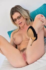 Nerdy Milf Uses Whatever Is Handy Erotic Pictures Full Hd