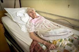 Resultado de imagen de cuerpo anciano enfermo