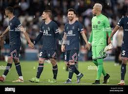 Marco Verratti, Lionel Messi und Keylor Navas von Paris Saint Germain (PSG)  am Ende des UEFA Champions League-Spiels zwischen Paris Saint Germain und  Leipzig am 19. Oktober 2021 im Parc des Princes