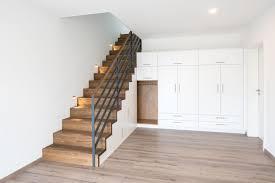 Wir zeigen, wie sie einen drempelschrank bauen und viel stauraum schaffen. Treppenschrank Schrank Unter Der Treppe Bathe Treppen