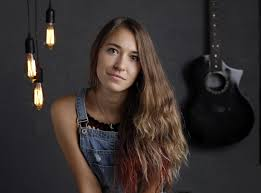Who Is Lauren Daigle The Christian Artist Finding Success