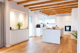 Weisse Kueche Mit Kochinsel Fotos Moderne Design Küchen Nach Maß