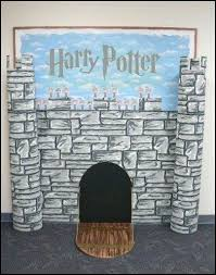 castle wall decorations party