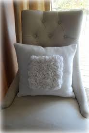 Pretty Pillow Tutorial. Love the arm pillow and throw pillow combination  #throwpillow #armpillow