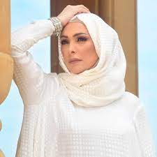 استمعوا لأمل حجازي تنشد مع أبنائها في الشارع في أحدث ظهور - فيديو  Dailymotion