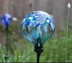 picture of replace a broken glass globe on a solar powered garden light
