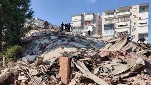 İzmir'de deprem anında yaşanan panik, bir reklam ajansının güvenlik  kameralarında