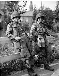 Gordon Carson and Frank Perconte, Easy Company, 101st Airborne - 9GAG