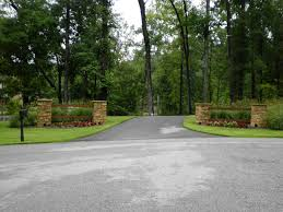 landscaping a driveway entrance photo - 1