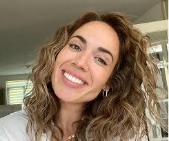 Nienke plas (purmerend, 3 april 1986) is een nederlandse presentatrice, youtuber, zangeres en actrice. Nienke Plas Vertelt Haar Familie En Vrienden Over Zwangerschap Girlz