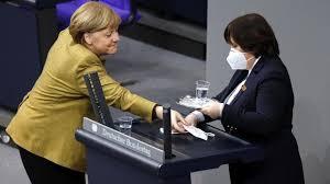 Bildergebnis für Bundeskanzlerin Angela Merkel maske