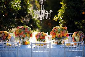 Ideas for summer wedding table decoration with colorful flower arrangements