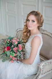 Svatební účesy Pro Vlnité Vlasy Svatební účes S Rovnými Vlasy