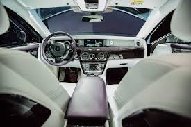 rolls royce ghost interior. the gallery occupies full width of phantom viiiu0027s dashboard behind a single piece glass is hermetically sealed space that can be personalized rolls royce ghost interior