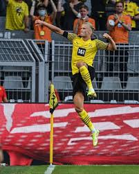 Erling braut haaland is a norwegian professional footballer who plays as a striker for bundesliga club borussia dortmund and the norway nati. 5v9 0eqq4qw8mm