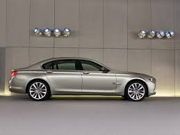 2009 BMW 7 Series - Passenger Side - 1024x768 - Wallpaper