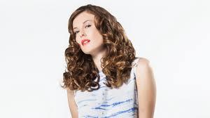Hoe Het Beste Maken Van Krullend Haar Met Een Haarband