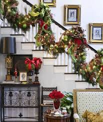 A Whole Bunch Of Christmas Staircase Decorating Ideas - Christmas Decorating  ...