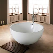 A Deep Soaking Tub With an Asian Glance