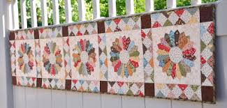 Quilt Inspiration: Free pattern day ! Dresden Plates & Dresden Table Runner, 15.5 x 60