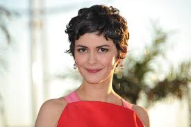 leave it to a french woman audrey tautou to find a subtle but cool way to put on eyeshadow glamour