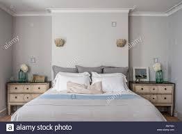Elegantes Schlafzimmer Mit Fensterläden Und Jakobsmuschel