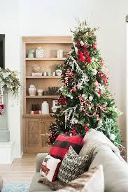 Classic Christmas Tree. Classic Christmas Tree Decor. Classic Christmas  Tree Ideas. Classic Christmas