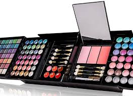 amazon is selling this huge makeup kit that es with almost 200 s and it s only 30