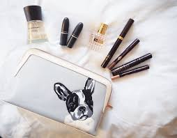 i hope you ve all had good beginnings to 2017 so far this week i thought it was time to do another beauty post so why not a what s in my makeup bag