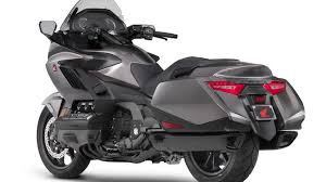 2018 honda goldwing. contemporary 2018 five things you need to know about the 2018 honda gold wing for honda goldwing n