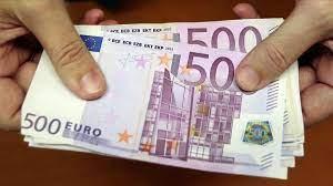 El vestido cuesta setecientos euros. Los Billetes De 200 Y 500 Euros Se Encuentran A La Baja