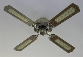 my ceiling fan rotate in the summer