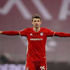 Thomas Müller asked for his shirt by Wolfsburg coach Oliver Glasner -  Bavarian Football Works