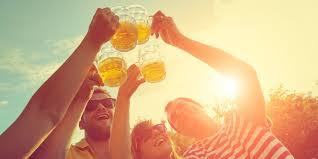 47 Lustige Trinksprüche Zum Anstoßen Und Feiern Desiredde