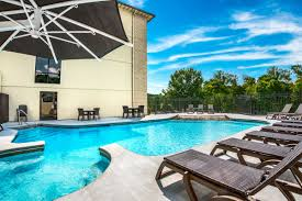 relax with usunwind by the pool in our fitness center or with our plimentary hot breakfast there s no better place to e a branson vacation