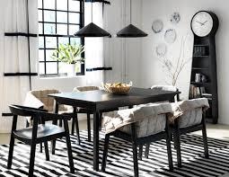 Charming Schwarz Weiße Einrichtung Im Esszimmer #teppich #esstisch #ikea  #hängeleuchte #wandteller