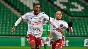 Lyon thump Saint-Etienne to close gap at top - Eurosport