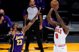 LeBron gets 28, Lakers hold off Bulls 117-115 without Davis