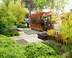 5 steps to a beautiful front yard: Before