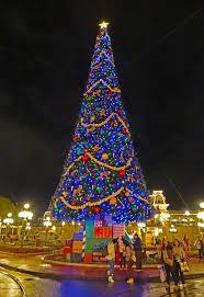 disney world holiday events 2018 magic kingdom tree decorating