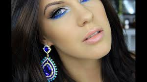 how the lips makeup should be when you wear blue dress