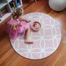 round and round kids rug light pink