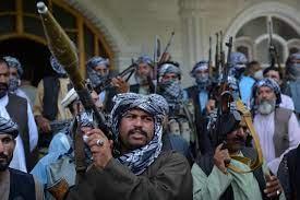طالبان تحاصر غزنة بوسط أفغانستان.. وتتحصن بمنازل المدنيين